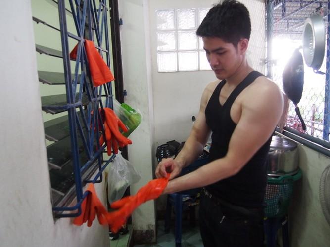 Hot boy rua bat da trang non na khien gai tre phat cuong-Hinh-9