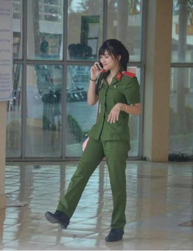 "Nu sinh canh sat co not ruoi duyen, ""xinh nhat Dong Nam Bo""-Hinh-2"