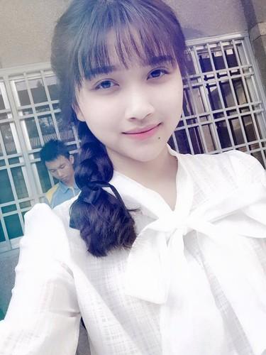 "Nu sinh canh sat co not ruoi duyen, ""xinh nhat Dong Nam Bo""-Hinh-7"