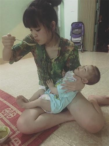 """Gia the """"tien nu Lao Cai"""" nuoi be 14 thang nang 3,5kg-Hinh-2"""