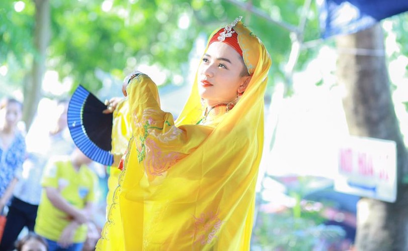 Khoanh khac cau dong Thanh Hoa giong con gai den ngo ngang-Hinh-3