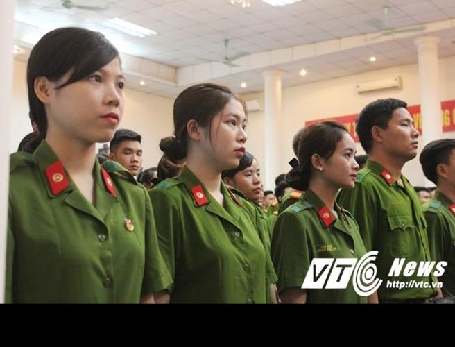 Tai sac nhung nu sinh canh sat duoc thang ham vuot cap-Hinh-6