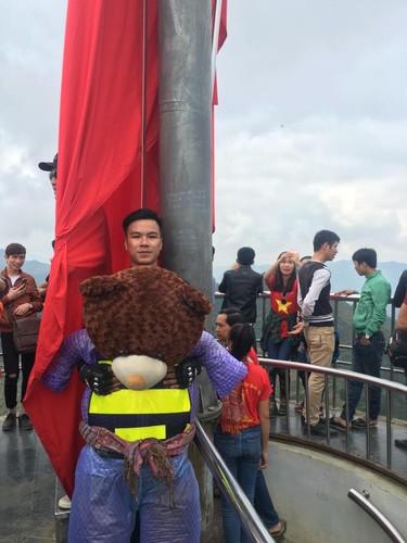 Chang trai 9X deo gau bong to hon nguoi phuot Ha Giang-Hinh-9