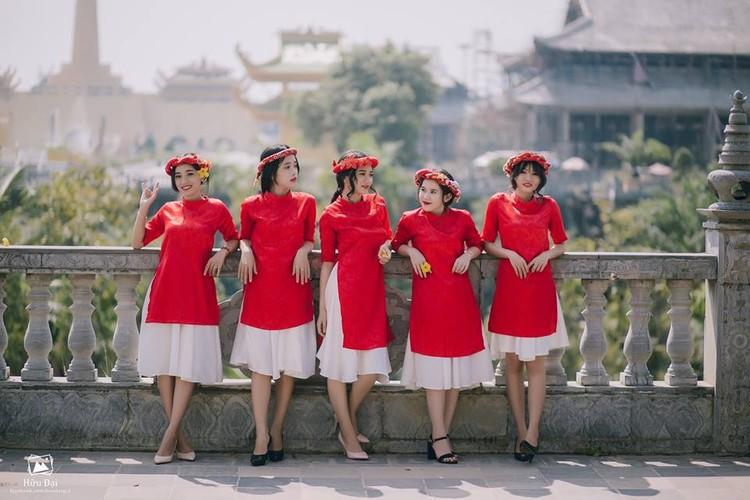 """Mot ao dai cach tan """"hop hon"""" thieu nu Viet dip Tet-Hinh-3"""