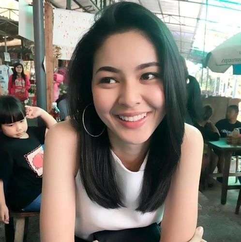 Hot girl ban xang bat ngo noi tieng vi qua xinh-Hinh-2