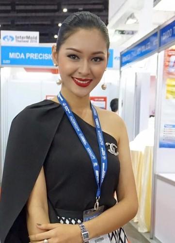 Hot girl ban xang bat ngo noi tieng vi qua xinh-Hinh-4