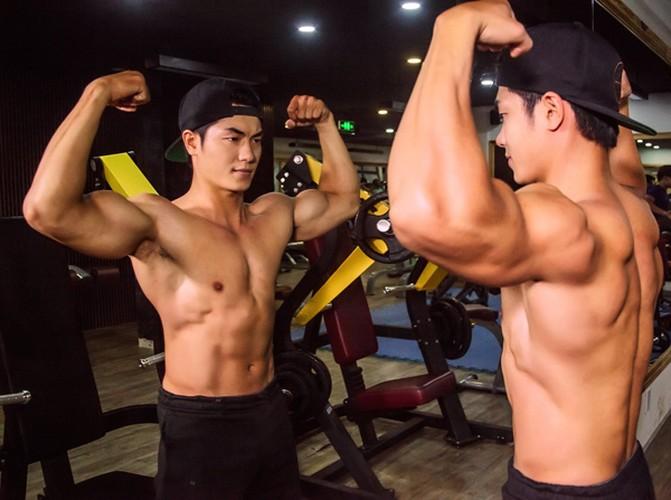 Anh doi thuong cua hot boy dat xe bi chup len tren pho-Hinh-7