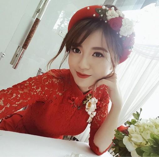 Hot girl fan MU Tu Linh rang ro trong ngay an hoi-Hinh-2