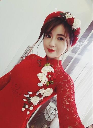 Hot girl fan MU Tu Linh rang ro trong ngay an hoi-Hinh-3