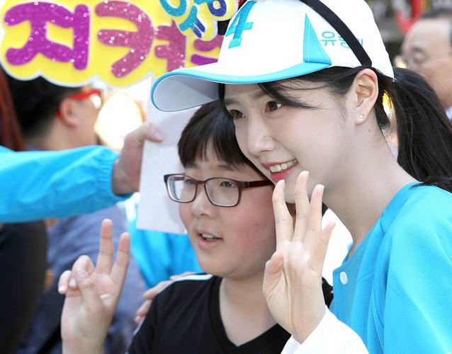 Con gai cua ung vien tong thong Han Quoc cuc hut fan-Hinh-2