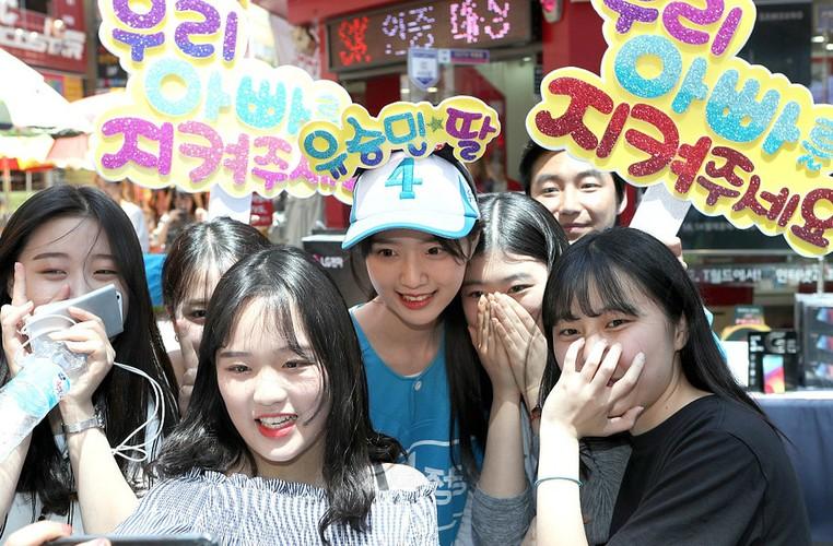 Con gai cua ung vien tong thong Han Quoc cuc hut fan-Hinh-3