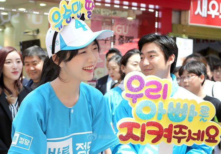 Con gai cua ung vien tong thong Han Quoc cuc hut fan