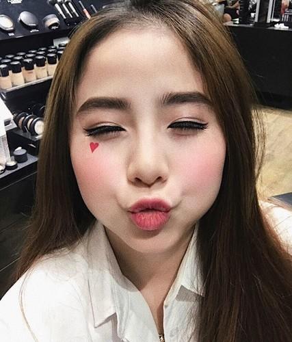 "Nhung hot girl mat tron, cam vuong de thuong ""don tim"" dan mang-Hinh-7"