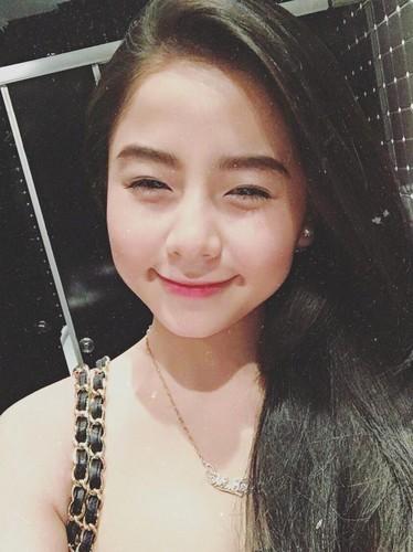 "Nhung hot girl mat tron, cam vuong de thuong ""don tim"" dan mang-Hinh-8"