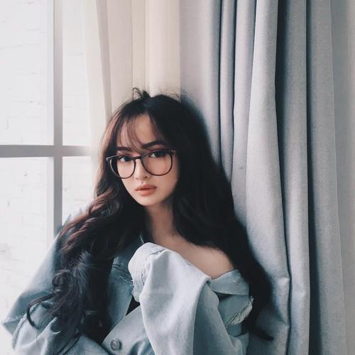 "Nhung hot girl mat tron, cam vuong de thuong ""don tim"" dan mang"