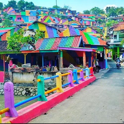 "Ngoi lang Cau Vong lam mua lam gio voi dan ""song ao"" Indonesia-Hinh-2"