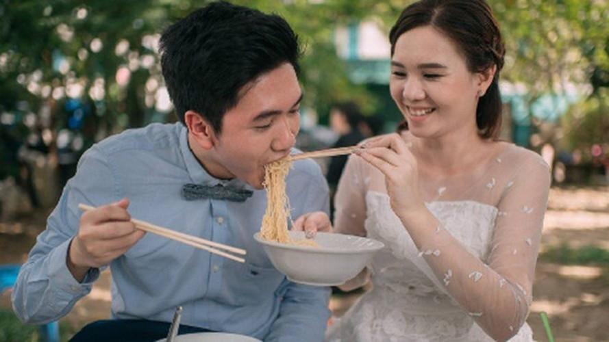 """Cap doi Thai gay sot vi chup anh cuoi """"an ca the gioi""""-Hinh-2"""
