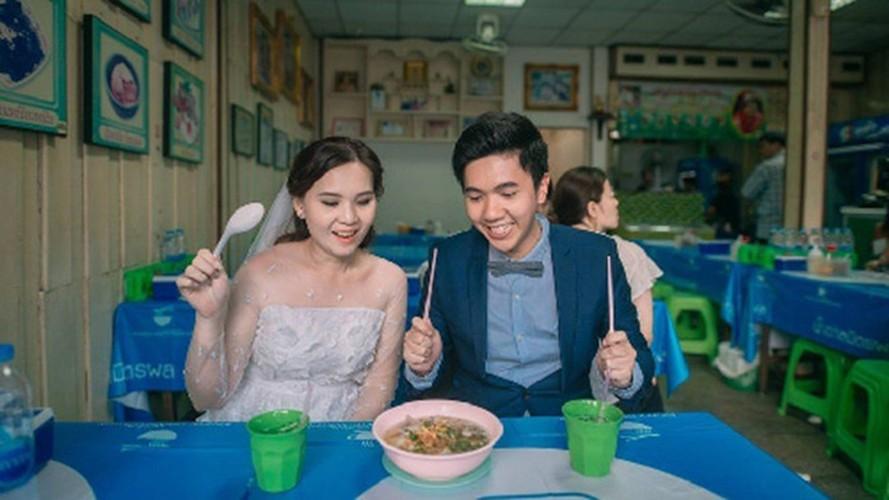 """Cap doi Thai gay sot vi chup anh cuoi """"an ca the gioi""""-Hinh-3"""