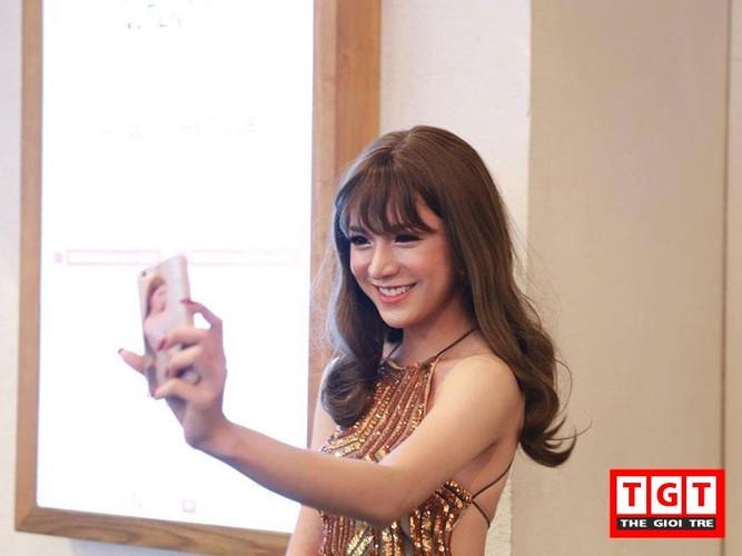 2 hot girl chuyen gioi xinh dep moi noi gay sot mang Viet-Hinh-3