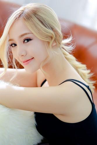 Hot girl Quynh Kool xinh dep, la lam voi mai toc vang-Hinh-2