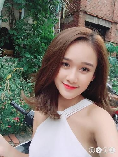 """Nu sinh Viet tung duoc dan mang TQ """"san lung"""" la ai?-Hinh-4"""