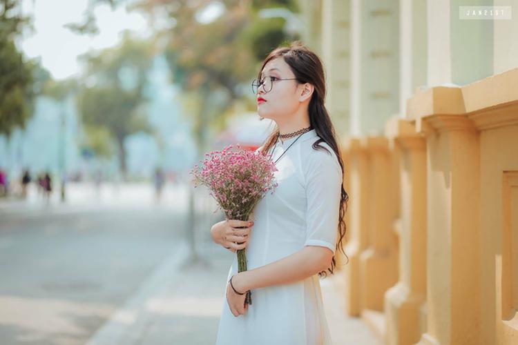 Chan dung nu sinh cong ban vao phong thi duoc khen ngoi-Hinh-5