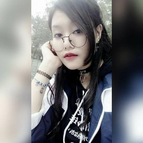 Chan dung nu sinh cong ban vao phong thi duoc khen ngoi-Hinh-9