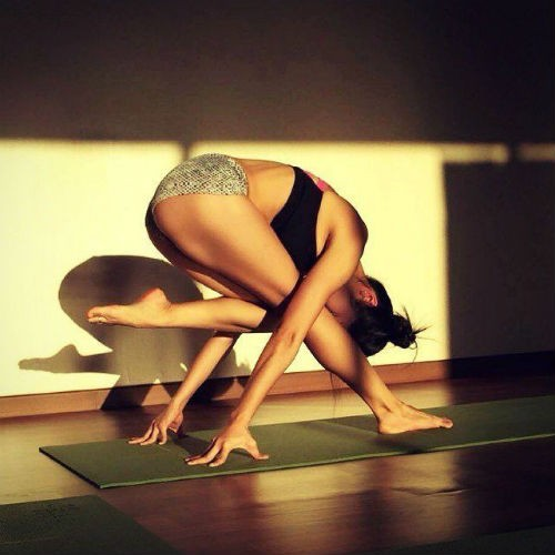 Nu giao vien yoga va than hinh muot mat hop hon nam gioi-Hinh-9