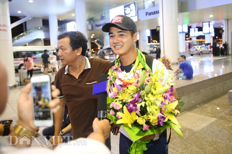 Co gai vang Duong Thuy Vi rang ro trong ngay tro ve-Hinh-12