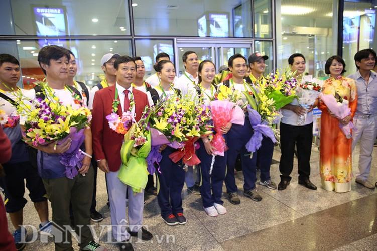 Co gai vang Duong Thuy Vi rang ro trong ngay tro ve-Hinh-13