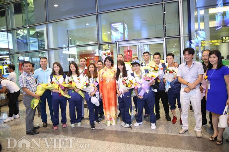 Co gai vang Duong Thuy Vi rang ro trong ngay tro ve-Hinh-14