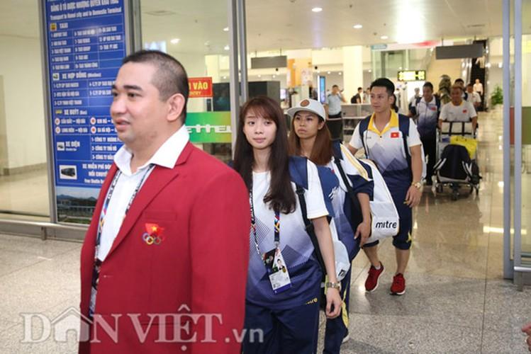Co gai vang Duong Thuy Vi rang ro trong ngay tro ve-Hinh-2