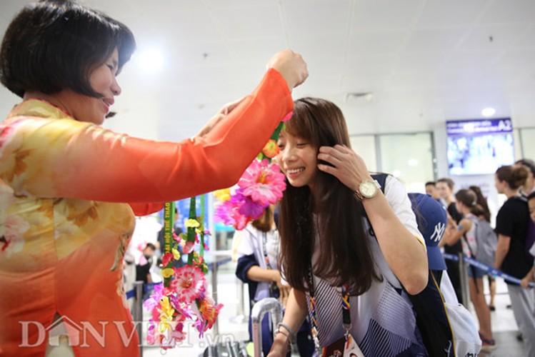 Co gai vang Duong Thuy Vi rang ro trong ngay tro ve-Hinh-3