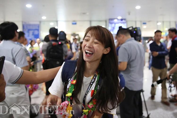 Co gai vang Duong Thuy Vi rang ro trong ngay tro ve-Hinh-5