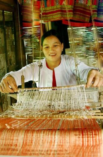 """Phan ma hong xu Muong """"danh lieu"""" voi nghe det tho cam-Hinh-3"""