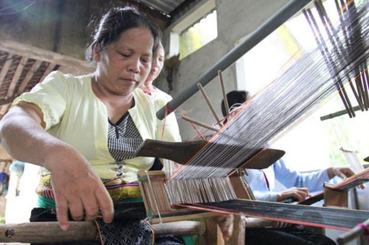"""Phan ma hong xu Muong """"danh lieu"""" voi nghe det tho cam-Hinh-7"""