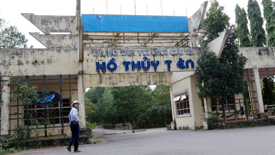 Khach Tay do xo kham pha cong vien nuoc bo hoang o VN-Hinh-8