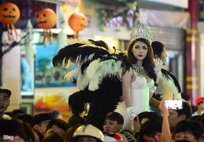 Gioi tre do ra duong Sai Gon don Halloween-Hinh-11