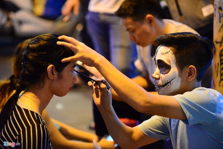 Gioi tre do ra duong Sai Gon don Halloween-Hinh-14