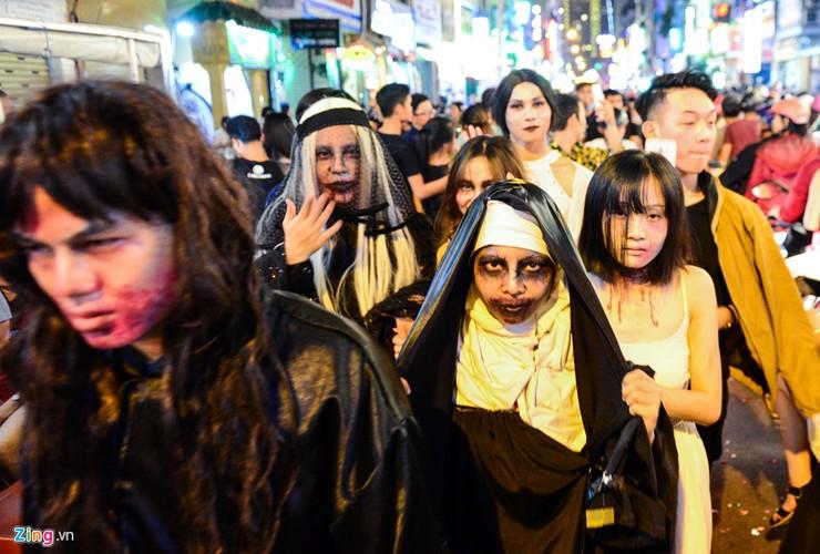 Gioi tre do ra duong Sai Gon don Halloween-Hinh-2