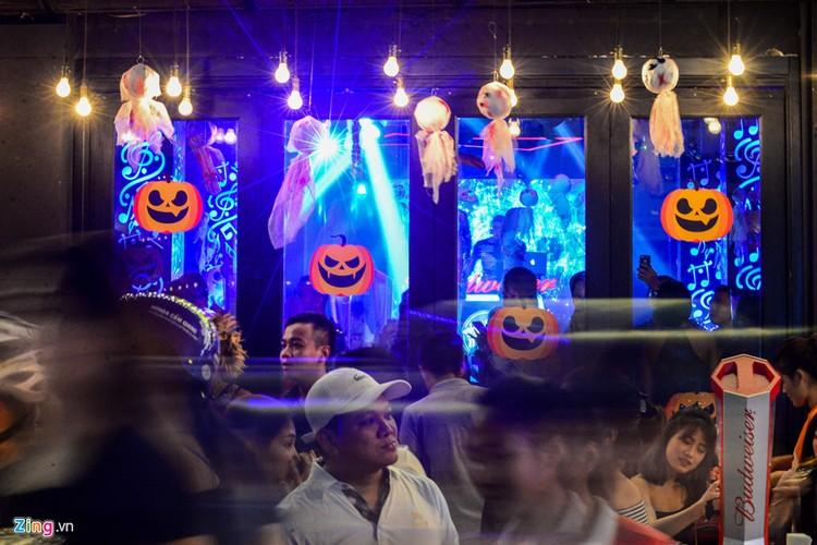 Gioi tre do ra duong Sai Gon don Halloween-Hinh-6