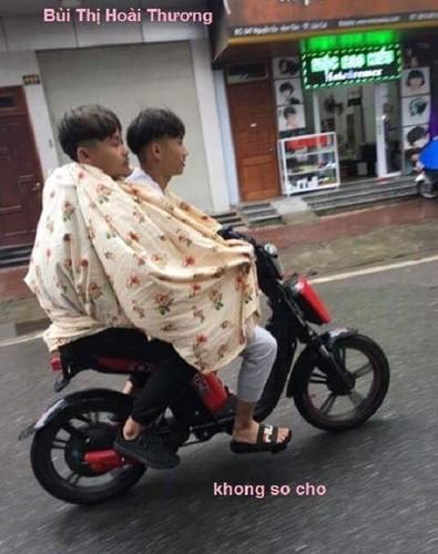 Teen Viet mang chan ra duong, om chan den truong... chong ret-Hinh-10