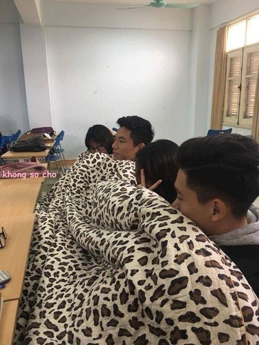 Teen Viet mang chan ra duong, om chan den truong... chong ret-Hinh-3