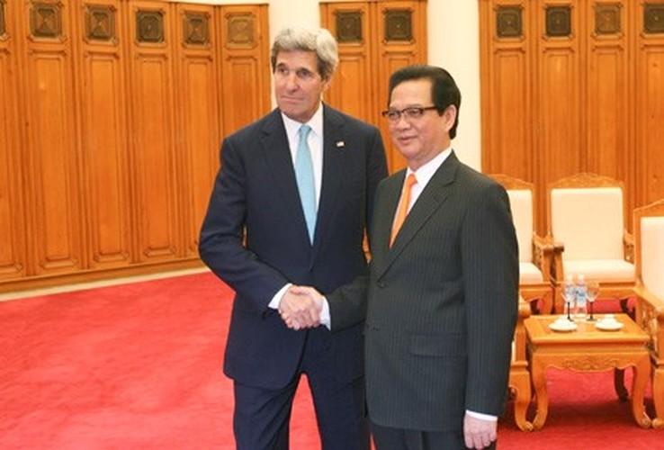 Nhin lai nhung chuyen tham VN cua ngoai truong My John Kerry-Hinh-10