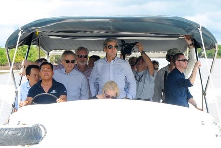 Nhin lai nhung chuyen tham VN cua ngoai truong My John Kerry-Hinh-11