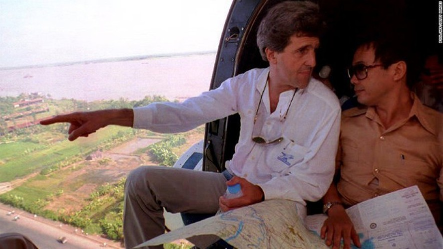 Nhin lai nhung chuyen tham VN cua ngoai truong My John Kerry-Hinh-7