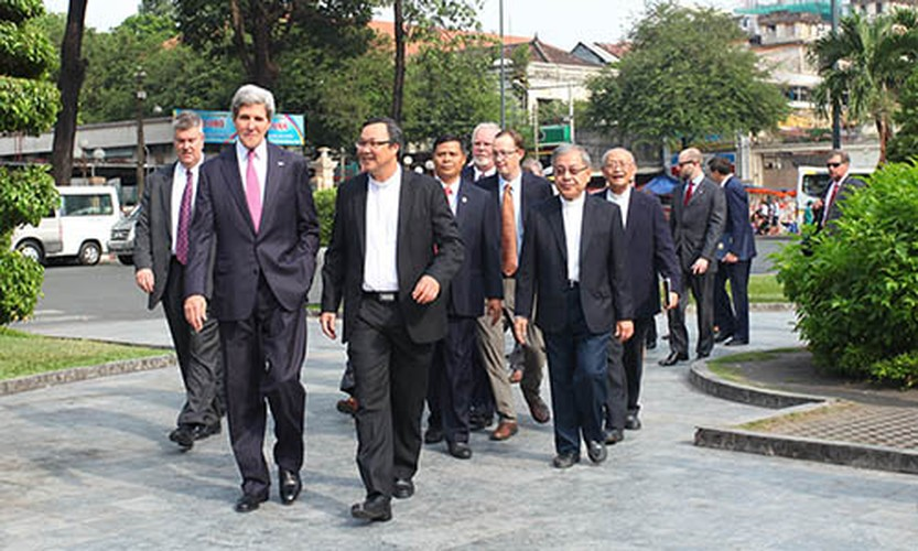 Nhin lai nhung chuyen tham VN cua ngoai truong My John Kerry-Hinh-9