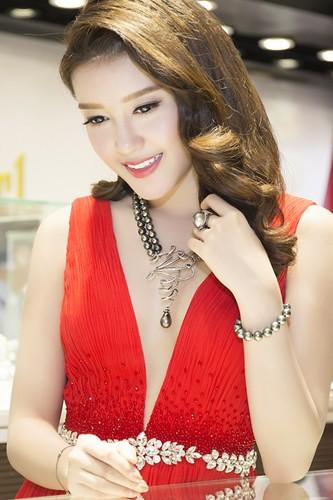 Choang vang hang hieu, trang suc tien ty cua A hau Huyen My-Hinh-3