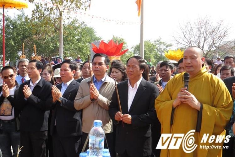 Can canh duc tuong Phat bao thap 13 tang o Hai Phong