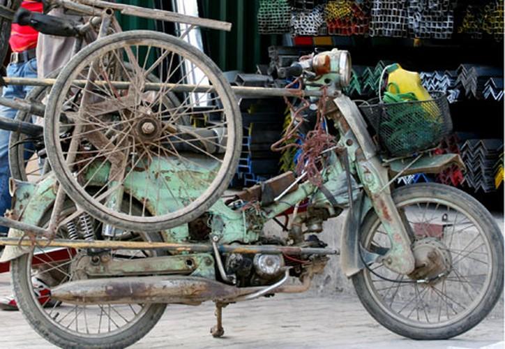Tron mat voi du loai xe ca tang tung hoanh duong pho Viet Nam-Hinh-7